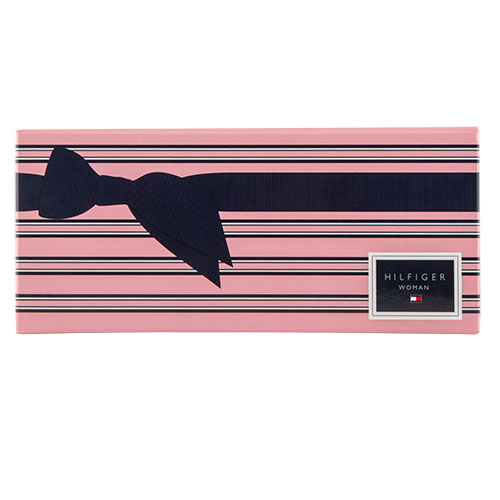 Набор подарочный женский `TOMMY HILFIGER` WOMAN PEACH BLOSSOM (парфюмерная вода 30 мл, гель для душа 100 мл)Женская<br>TOMMY HILFIGER PEACH BLOSSOM - невероятно женственная цветочная композиция призвана провоцировать на игривое кокетство и настраивать на романтический лад. <br>Аромат Peach Blossom раскрывается свежими нотами итальянского бергамота и роскошным летним десертом из белого персика и черной смородины. Цветочное сердце композиции обнажается аккордами пурпурного ириса и пышно цветущей мимозы, мягко оттеняющими нежную ваниль. Базу составляют изысканный мускус, бобы тонка и экзотический кокос. <br>Строгой простой геометрией флакон Peach Blossom отражает приверженность дизайнера к американской классике. Как и у первого аромата из этой серии, крышечку украшает традиционный бант, но сейчас он предстает в нежной персиковой гамме. <br>Пробудите эмоции с Peach Blossom! Невинная свежая чистота белого персика и интригующая чувственность ванили завершит ваш неповторимый и многогранный образ!<br><br>В состав набора входит:<br>- Парфюмерная вода, 30 мл<br>- Гель для душа, 100 мл<br>
